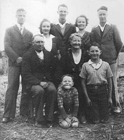 alfred and alice and family in 1938=