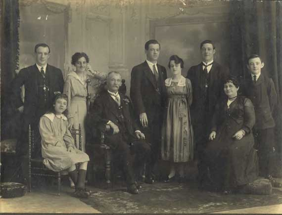 burns family group